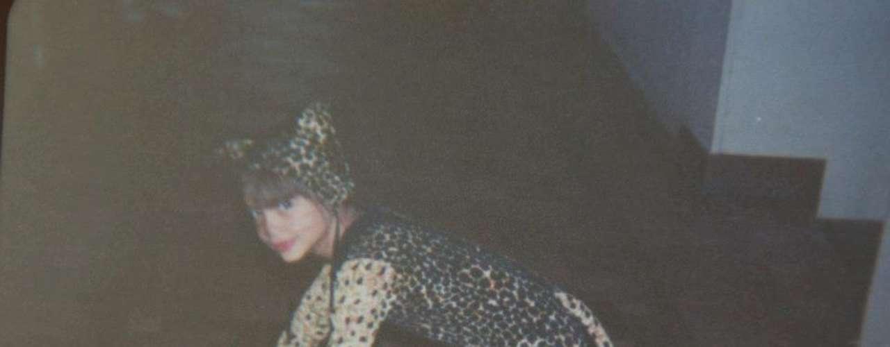 Na foto, Bruna Braga posa quando era criança