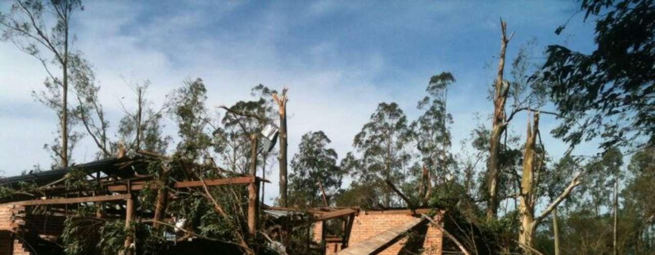 29 de maioA cidade de Dilermando de Aguiar, região central do Rio Grande do Sul, foi uma das mais afetadas pelo temporal que atingiu o Estado nesta manhã