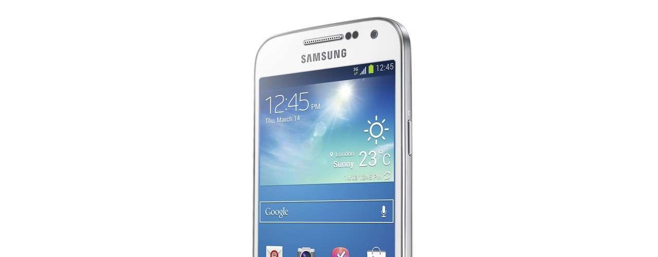 O aparelho terá versões 4G LTE e 3G HSPA+, além de uma versão 3G dual SIM, que serão lançados em diferentes mercados