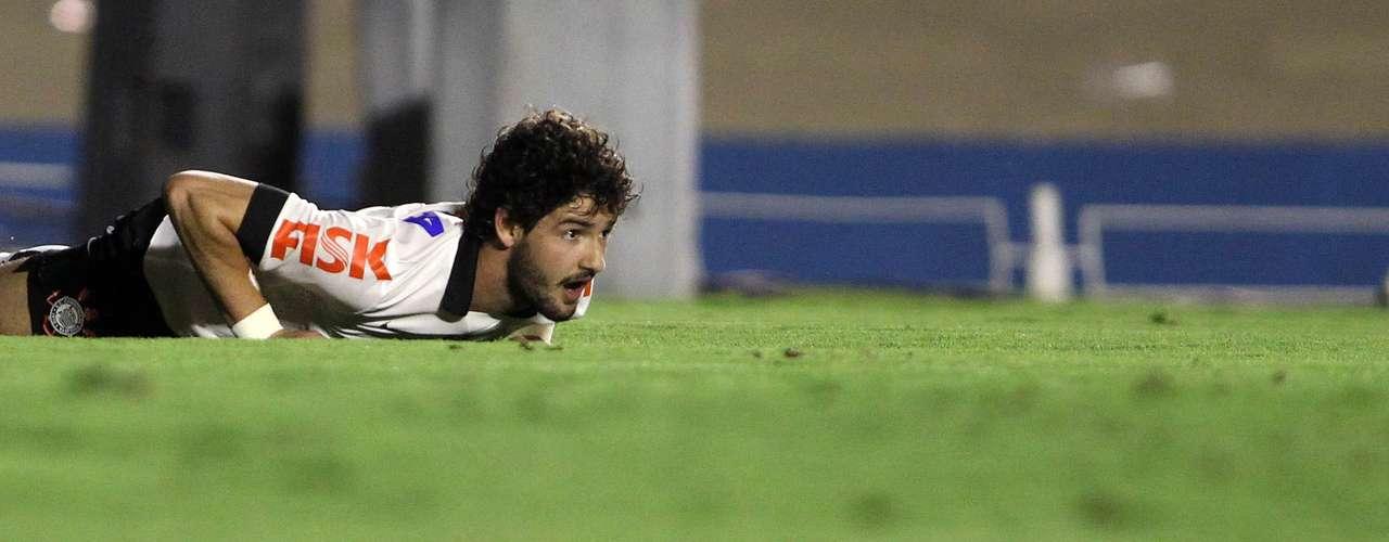 Pato perdeu gol incrível e viu Corinthians empatar comGoiás