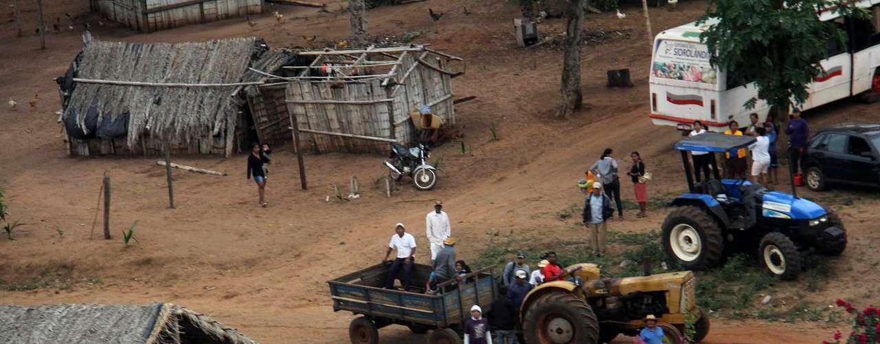30 de maio -Indígenas começam a deixar fazenda após operação de reintegração de posse