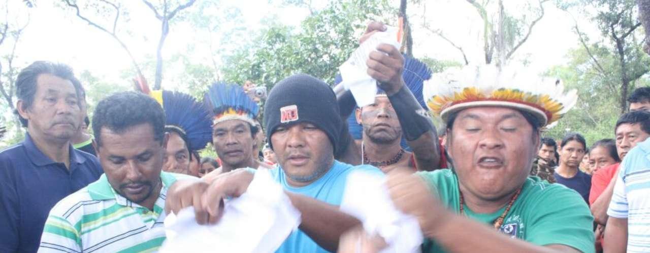 3 de junho - Indígenas prometem permanecer na fazenda ocupada mesmo após nova ordem de reintegração de posse