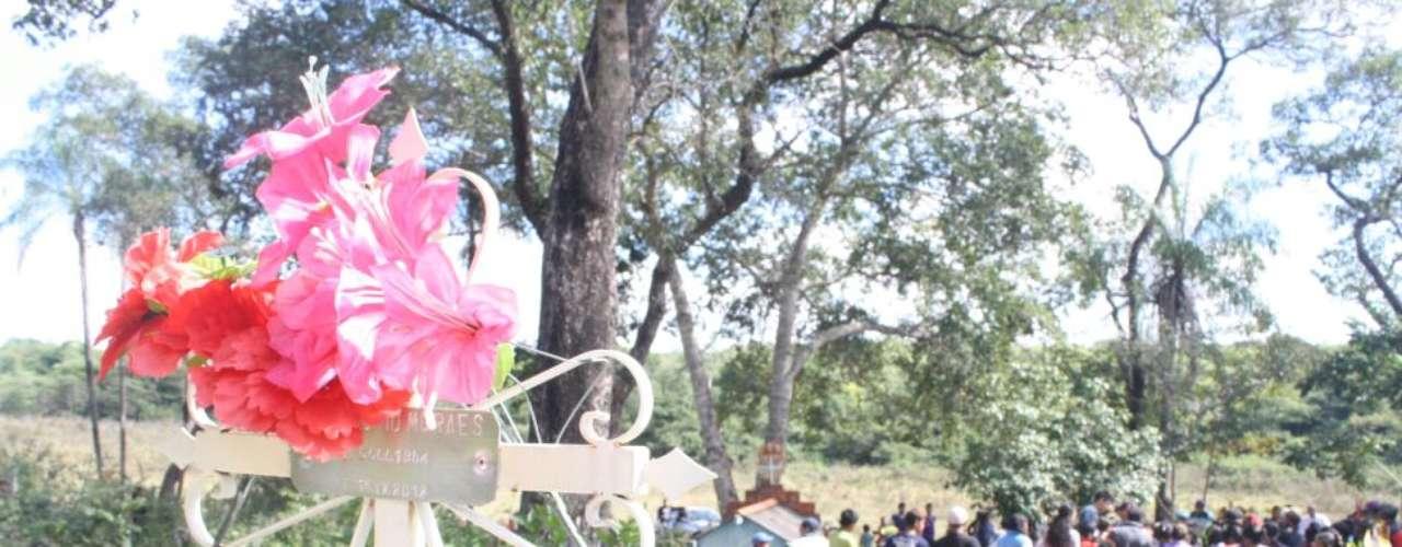 3 de junho - Osiel Gabriel foi enterrado em cemitério próximo à fazenda ocupada