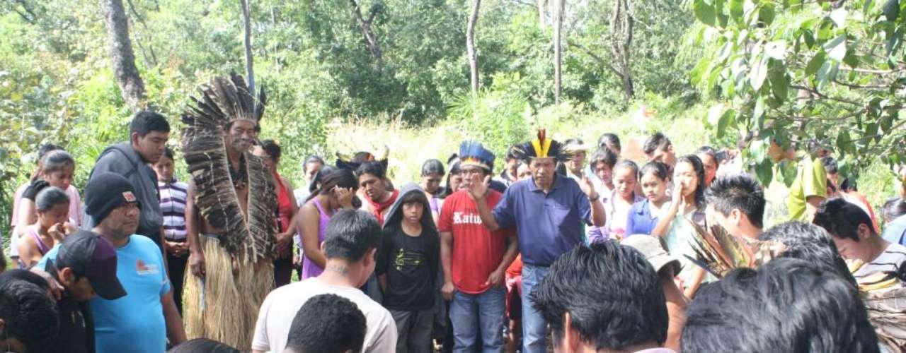 3 de junho - Segundo Conselho Indigenista Missionário (Cimi), cerimônia de sepultamento ocorreu em um misto de tristeza e indignação