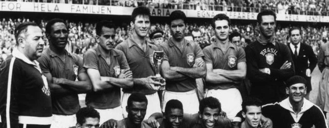 A Taça do Mundo é Nossanão é só uma das mais conhecidas canções sobre futebol no Brasil, é também uma das mais famosas canções da história da música brasileira. Composta para celebrar o primeiro título da Seleção nacional em Copas do Mundo - em 1958, na Suécia -, ela traz versos de exaltação como: \