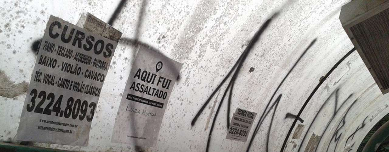 Em outro cartaz, fixado em uma parada de ônibus em frente ao Parque da Redenção, em Porto Alegre, um morador da cidade chama a atenção para a violência no local