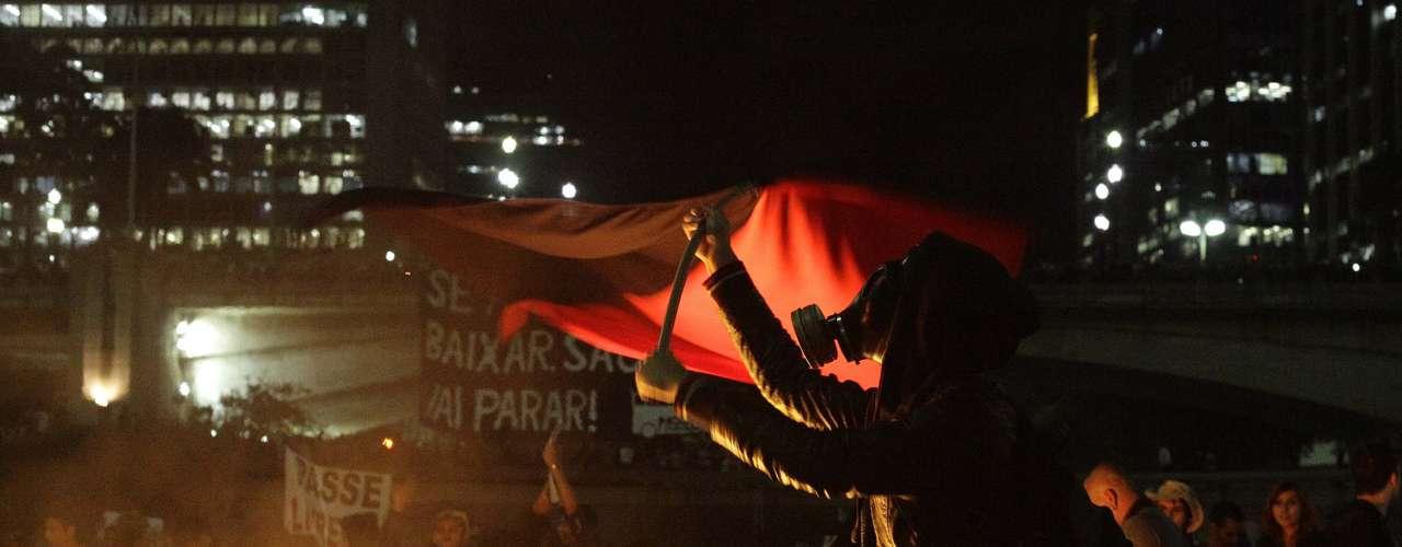 6 de junho -De acordo com a Polícia Militar, os manifestantes fecharam a bifurcação entre as avenidas 23 de Maio e 9 de Julho, na região do Terminal Bandeira
