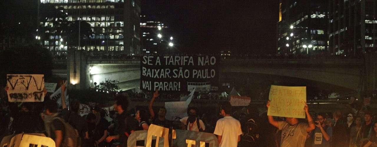 6 de junho -Por conta do protesto, a Companhia de Engenharia de Tráfego (CET) recomendou aos motoristas que evitassem trafegar por todo o eixo Centro-Paulista, já que o trânsito ficou lento no local