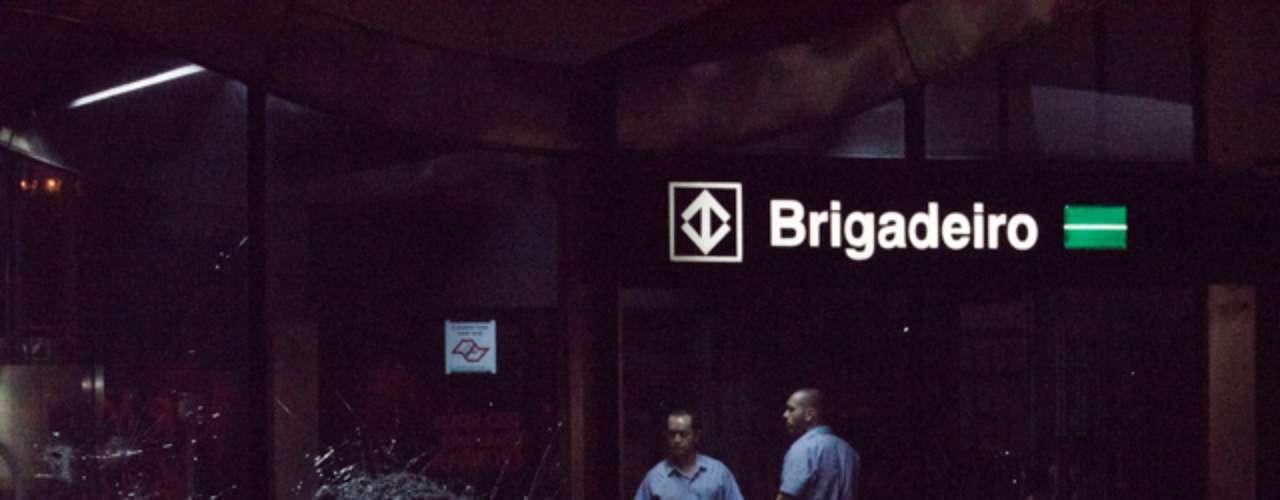 6 de junho -Vidro da estação Brigadeiro, da Linha 2- Verde do metrô, foi quebrado