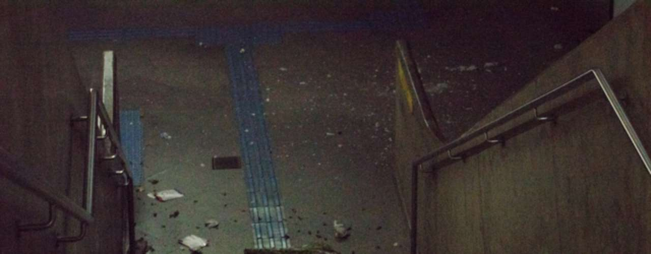 6 de junho -Duas estações de metrô na avenida Paulista também foram depredadas pelo grupo