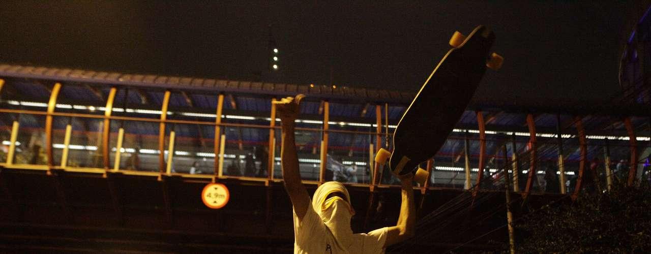 7 de junho - Alguns manifestantes prometiam seguir de metrô até a avenida Paulista