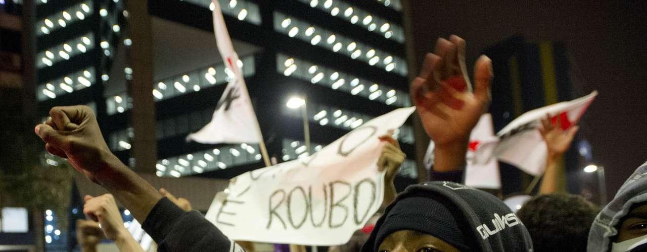 7 de junho - Polícia Militar estima que 5 mil pessoas tenham participado do ato desta sexta-feira