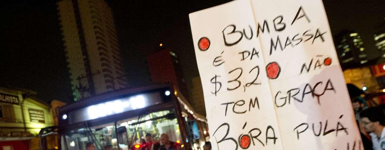7 de junho - Ativistas criticam valor da tarifa cobrada no transporte público paulistano