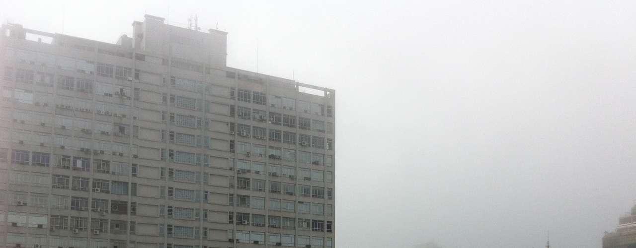 8 de junho - Mesmo durante a manhã, uma forte neblina permaneceu sobre a cidade