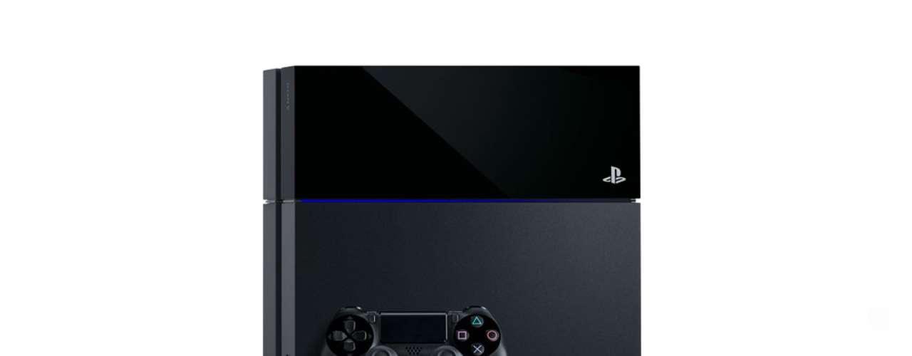 Anunciado em 21 de fevereiro, somente em junho a Sony revelou o design de seu console