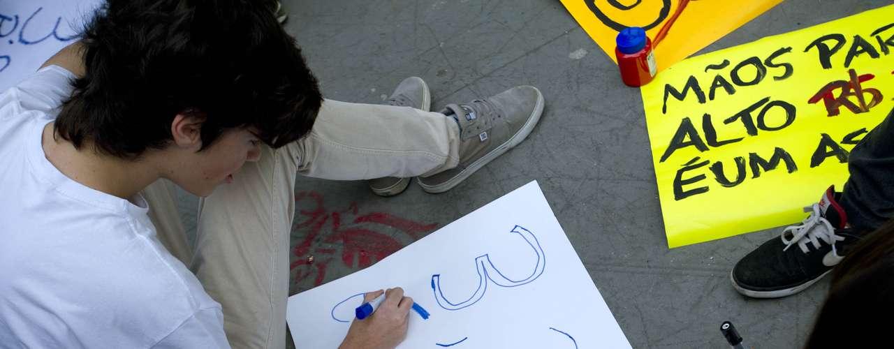 11 de junho -  Os organizadores do protesto esperam reunir cinco mil pessoas na manifestação desta terça-feira