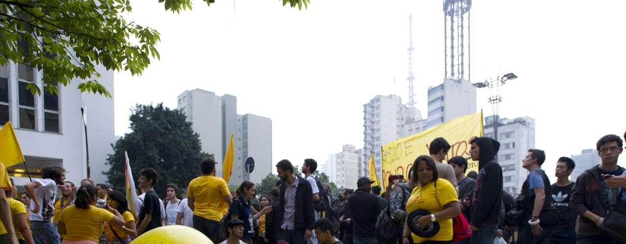 11 de junho - Além do Movimento Passe Livre, o ato de hoje conta com a participação de membros do Coletivo Juntos, que fez parte dos protestos contra a mudança no preço da passagem de ônibus em Porto Alegre