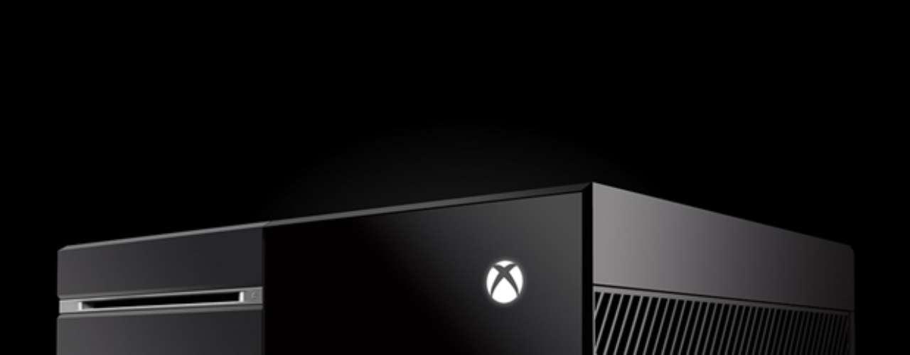 Preto e quadrado, o Xbox One também preferiu um design mais simplista