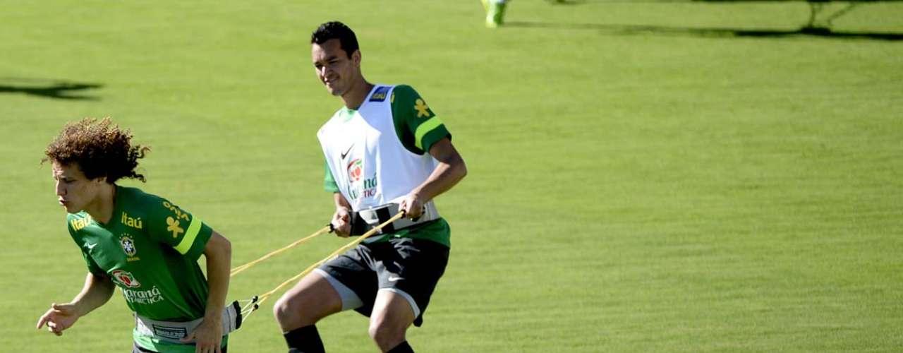 David Luiz e Réver fazem dupla durante exercício no treino da Seleção