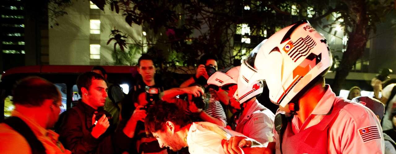 11 de junho-Homem foi detido pela Polícia Militar no protesto desta terça-feira, em São Paulo