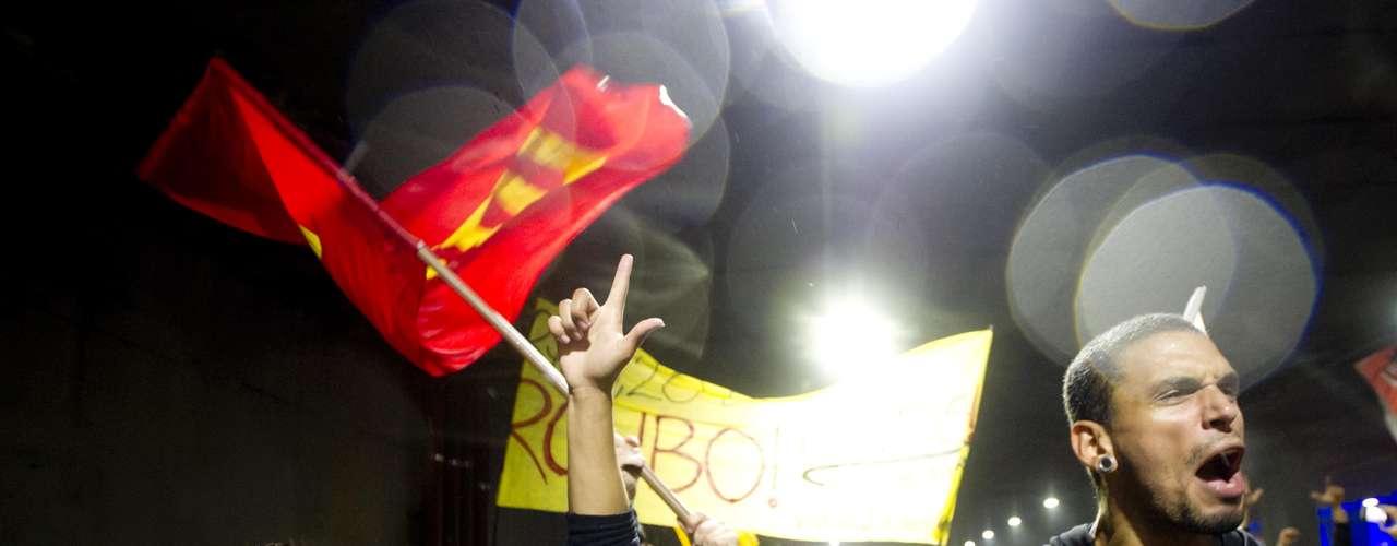 11 de junho-O Movimento Passe Livre promete nova manifestação nesta quinta-feira. O protesto está agendado para as 17h, em frente ao Teatro Municipal, no Vale do Anhangabaú, centro da cidade