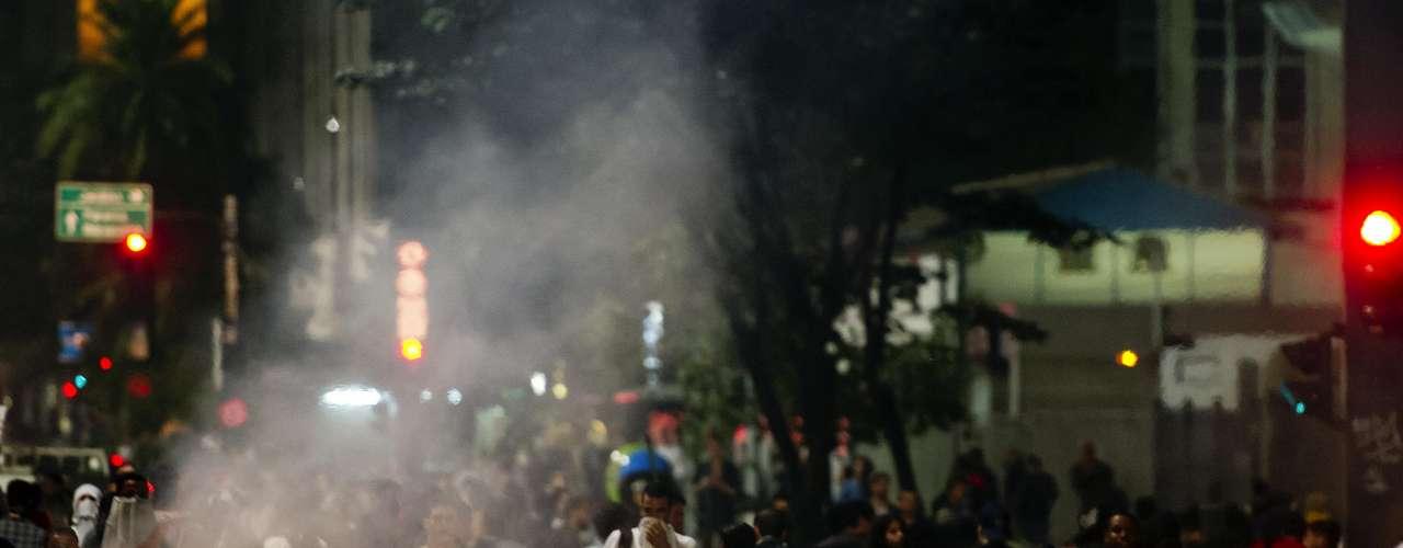 11 de junho -  Os manifestantes também fizeram barricadas na rua