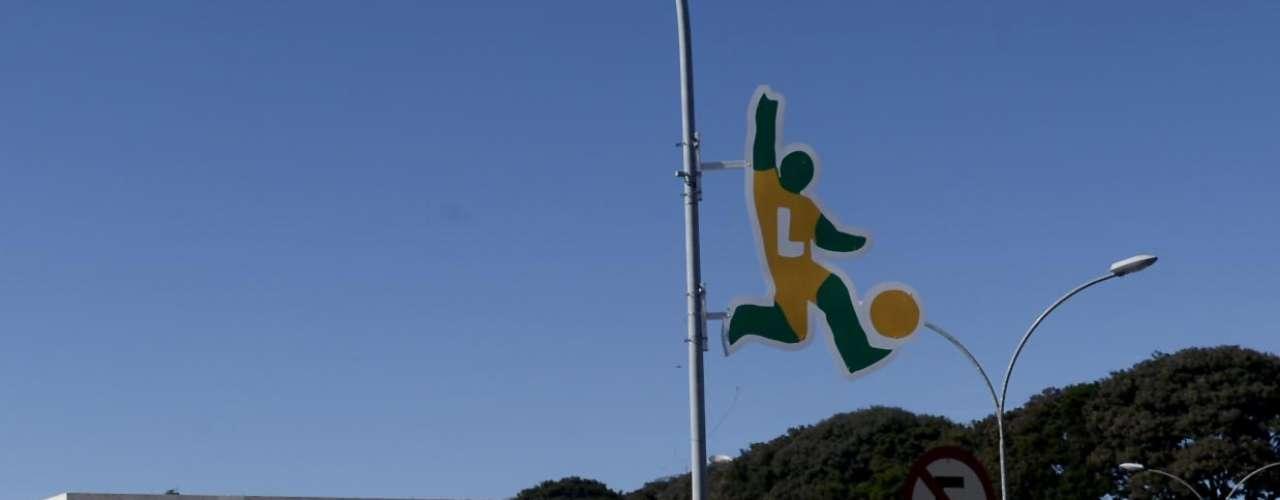 Responsável por receber apenas o jogo de estreia da Copa das Confederações, entre Brasil e Japão, a cidade de Brasília se enfeitou inteira para receber o torneio que começa no próximo sábado