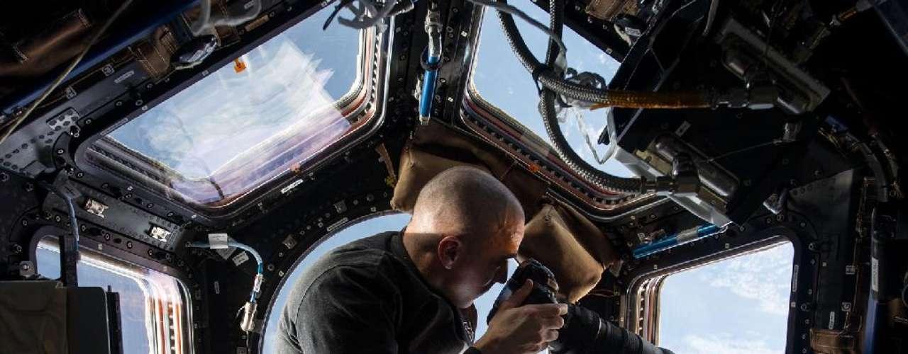 O astronauta Chris Cassidy, engenheiro de voo da Expedição 36, utiliza câmera com lente de 400mm para fotografar um ponto da Terra, cerca de 400 quilômetros abaixo da Estação Espacial Internacional (ISS, na sigla em inglês), de onde ele faz o registro. Cassidy está a bordo da ISS desde março e permanece lá até setembro. Ele captura e divulga as imagens em seu Twitter, assim como fez Chris Hadfield antes dele. Confira algumas dessas fotos: