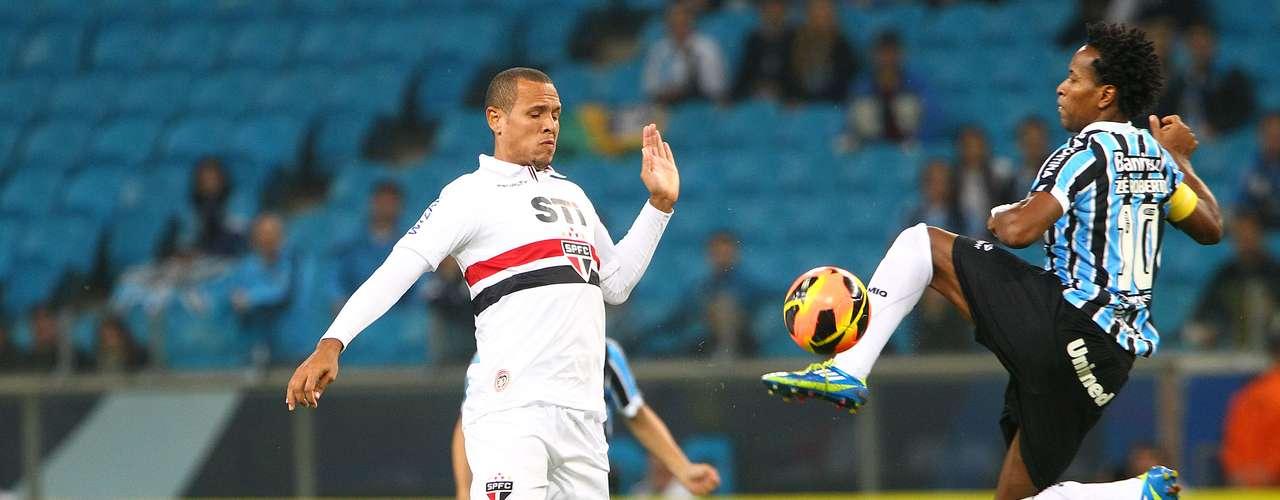 Luís Fabiano voltou a desabafar por conta de críticas e admitiu a possibilidade de deixar o São Paulo