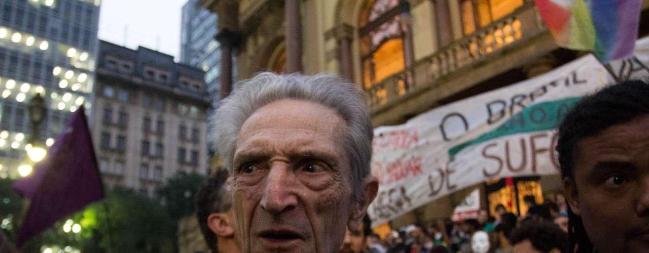 13 de junho Plínio de Arruda Sampaio, ex-presidenciável pelo Psol, acompanhoua movimentação ecriticou atos de vandalismo registrados em protestos anterioes