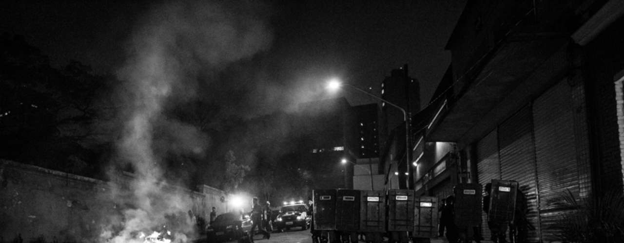 13 de junho -Tropa de Choque atua em rua interditada no centro de São Paulo