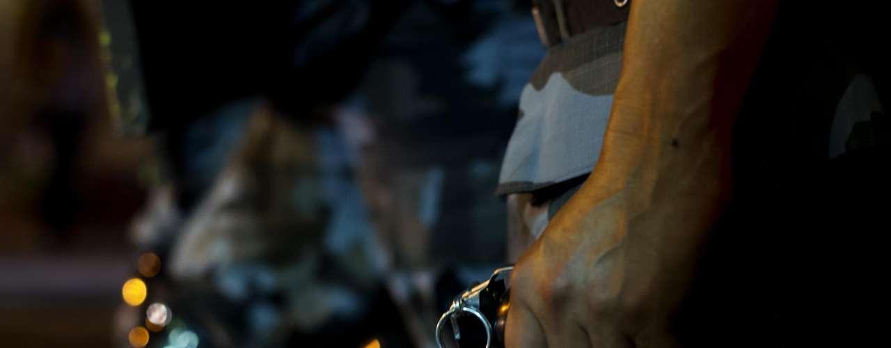 13 de junho - Policiais militares durante confronto com manifestantes