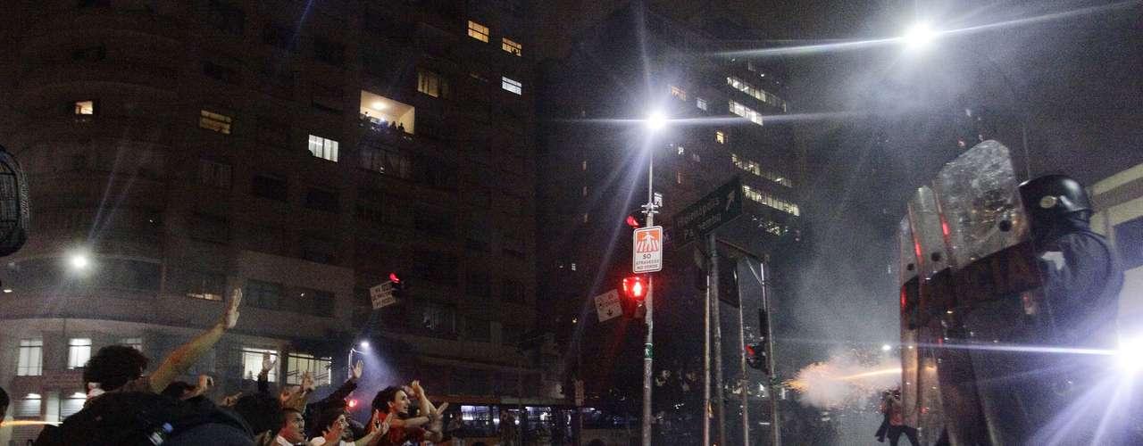 13 de junho Tropa de Choque entrou em confronto com manifestantes ajoelhados no chão