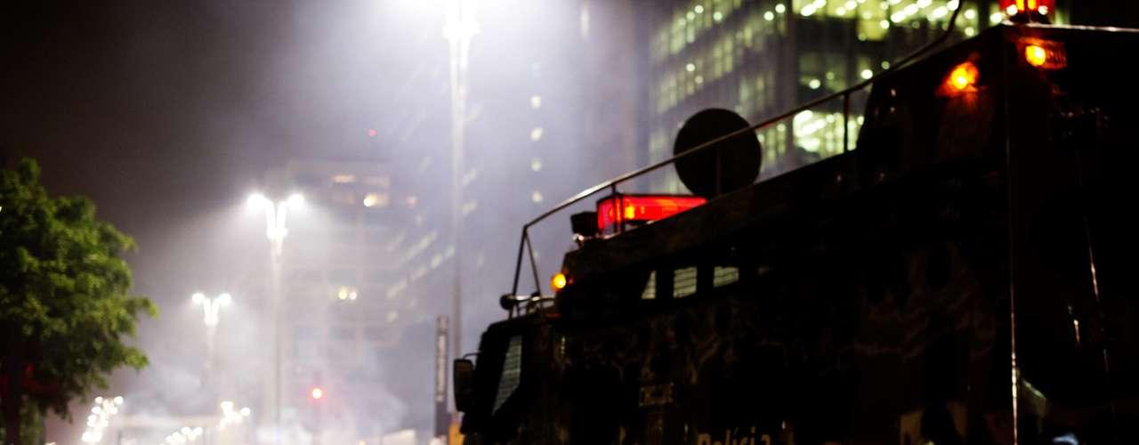 13 de junho -  Policiais atacaram os manifestantes com bombas de feito moral e tiros de bala de borracha