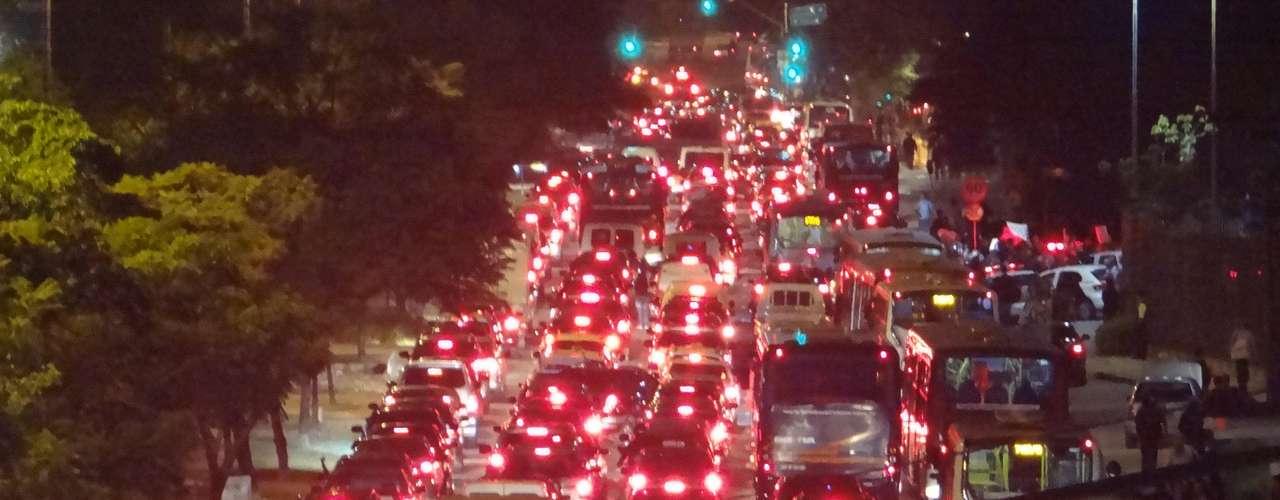 14 de junho - Final da tarde foi de muito trânsito para quem trafegou pela região do Brooklin