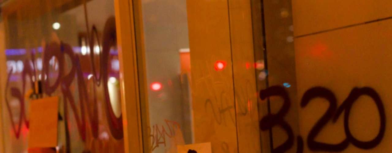 13 de junho -Cartaz afixado durante protestoironiza prefeito Fernando Haddad