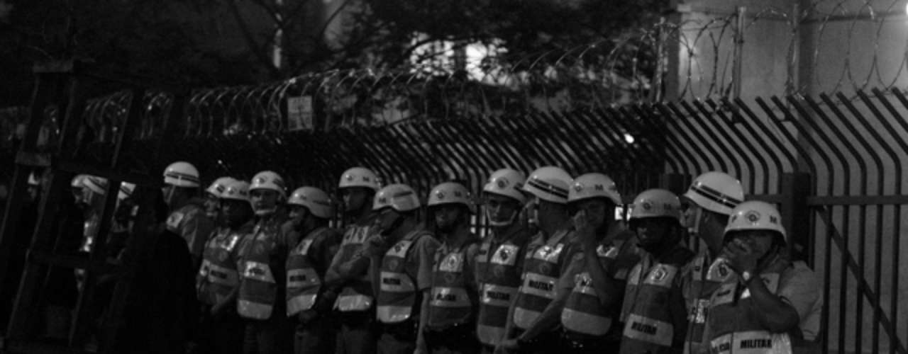 13 de junho - Policiais Militares acompanharam o protesto, e parte deles entrou em conflito com manifestantes
