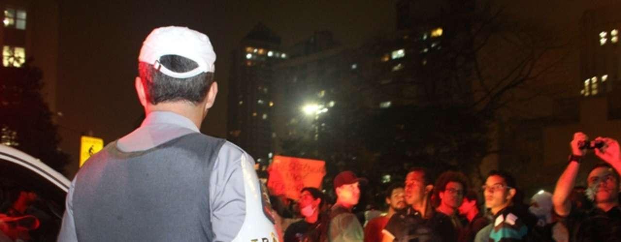 13 de junho - Conflito entre policiais e manifestantes deixou dezenas de feridos