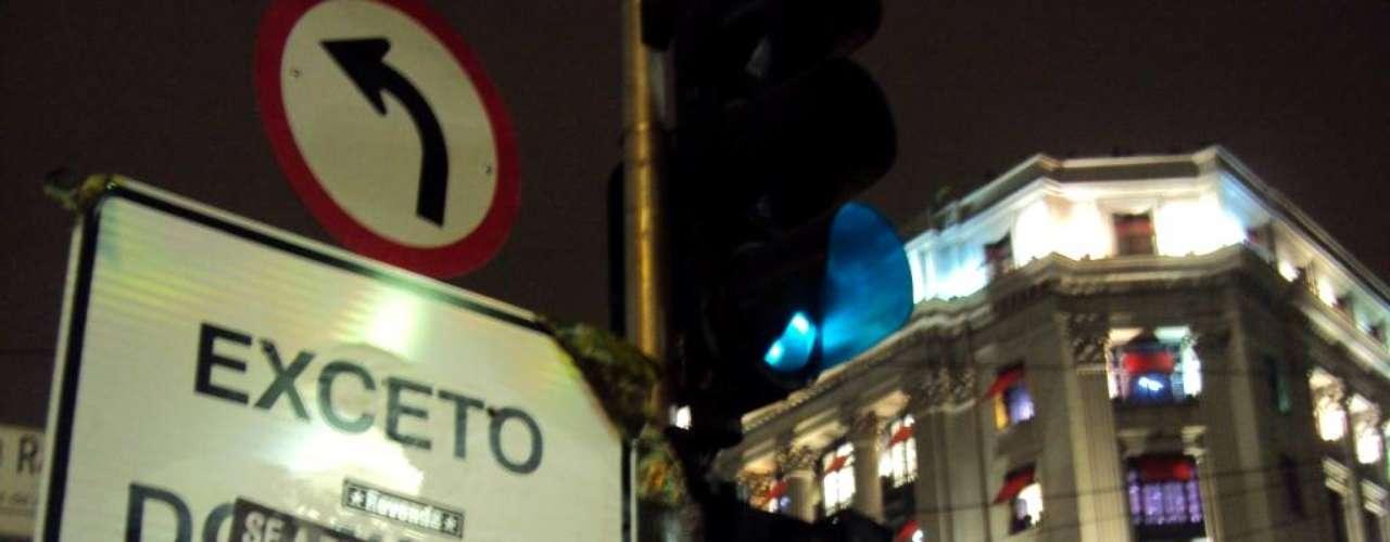 13 de junho - Com o lema 'Se a tarifa não baixar, São Paulo vai parar', manifestantes liderados pelo Movimento Passe Livre caminharam pelas ruas do centro da cidade