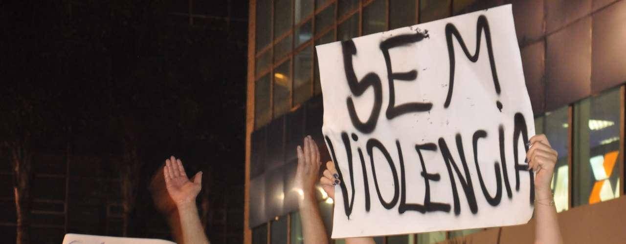 13 de junho - Grupo pediu que manifestação ocorresse de maneira pacífica; apesar disso, dezenas de pessoas ficaram feridas