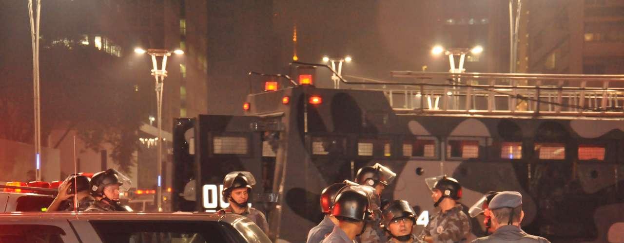 13 de junho - Policiais se concentraram desde cedo no centro da cidade, e contaram com a ajuda da tropa de choque