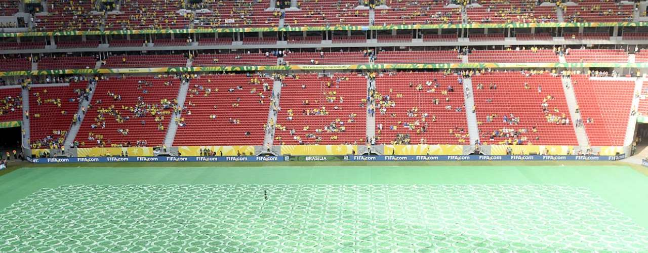 Estádio Nacional de Brasília (Mané Garrincha) recebe os últimos retoques para a cerimônia de abertura da Copa das Confederações