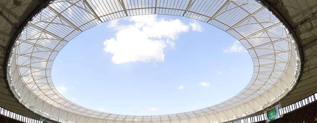 Torcedores começaram a chegar aos poucos para acompanhar a abertura, que precede o primeiro jogo da Seleção Brasileira, contra o Japão, às 16h