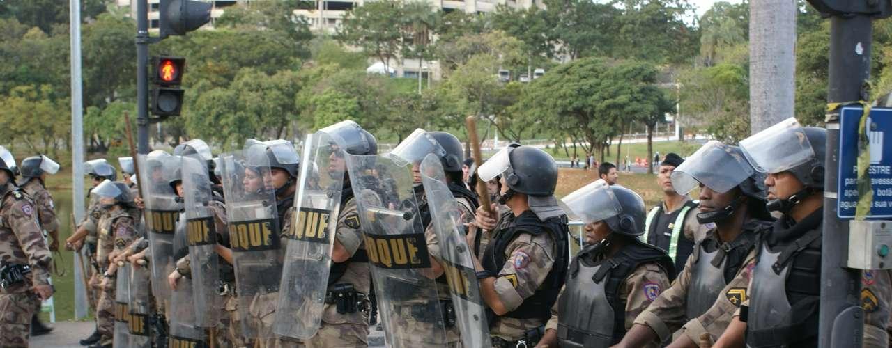 17 de junho A Tropa de choque foi chamada para tentar conter os protestos em Belo Horizonte (MG)