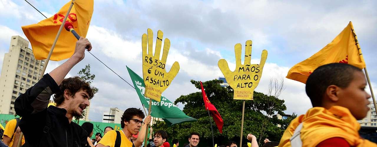 17 de junho No Rio, houve princípio de confusão quando alguns manifestantes tentam pichar um muro