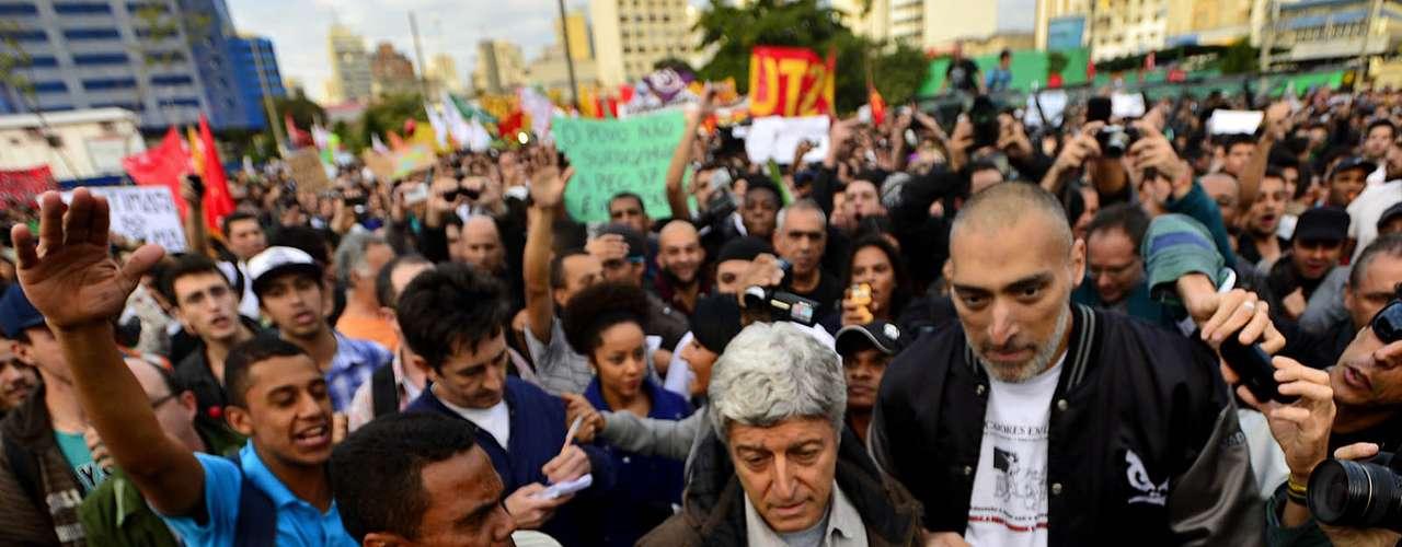 17 de julho O jornalista Caco Barcellos, da TV Globo,e seus repórteres foram expulsos e não conseguiram ficar no protesto, que fechoua avenida Faria Lima