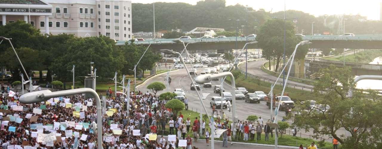 17 de junho Em Salvador (BA), os manifestantes também levaram o grito de protesto às ruas