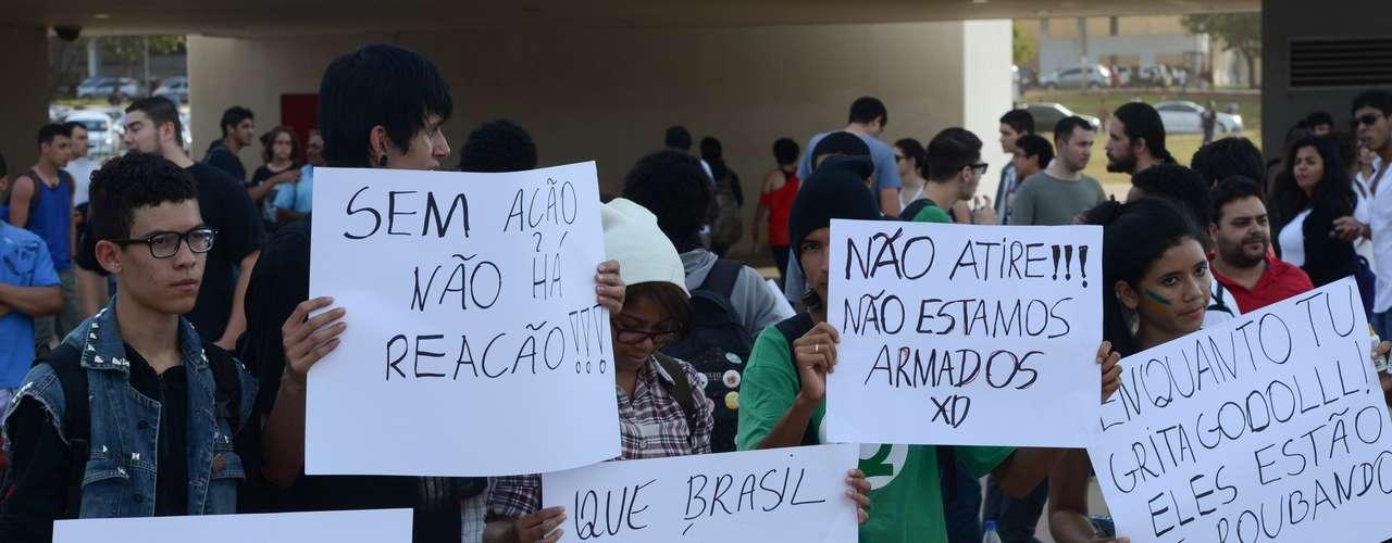 17 de junho Antes do protesto desta segunda-feira, os manifestantes se reuniram para ir à Esplanada dos Ministérios, em Brasília