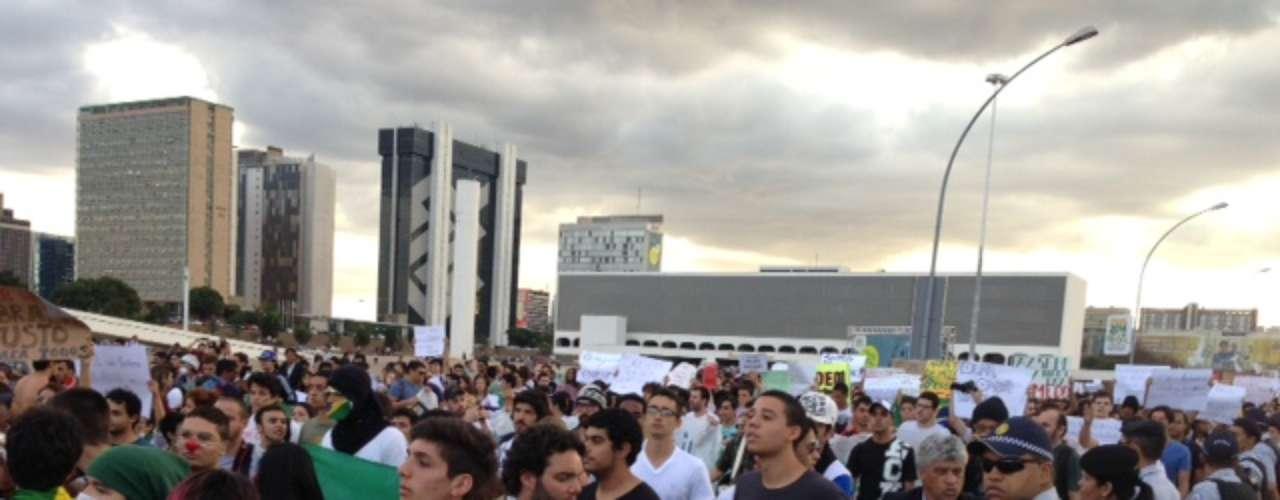 17 de junhoOs manifestantes de Brasília foram às ruas para apoiar os atos que acontecem em São Paulo contra o aumento da tarifa do transporte público e a favor do passe livre