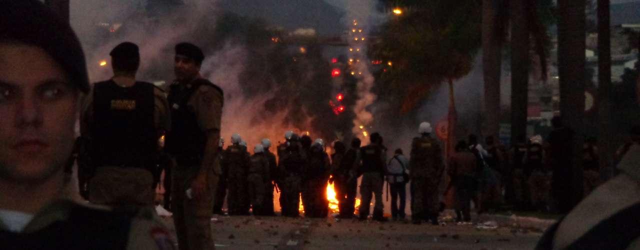 17 de junho Bombas caseiras foram jogadas em protesto na capital mineira